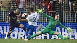 El líder FC Barcelona se enfrenta al colista Málaga