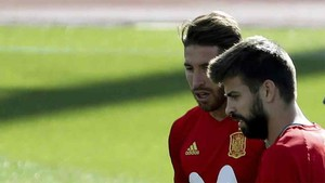 Sergio Ramos y Piqué, jugadores de la selección española
