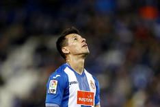 El delantero paraguayo del Espanyol Hern�n P�rez se lamenta de una ocasi�n perdida frente a la Real Sociedad