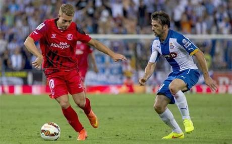Gerard Deulofeu con V�ctor S�nchez en el Espanyol-Sevilla (1-2)