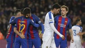Rakitic, André Gomes y Rafinha forman el centro del campo del Barcelona