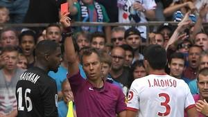 Maignan, portero del Lille, fue expulsado cuando Bielsa ya había hecho los tres cambios