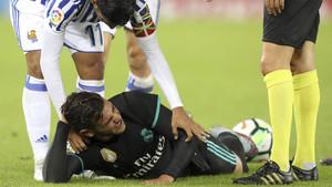 El delantero mexicano Carlos Vela (arriba) y Theo Hernández durante el Real Sociedad - Real Madrid