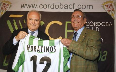 El ex presidente del C�rdoba CF, Rafael Campanero (derecha), en una imagen de octubre de 2007 junto al que fuera ministro de Asuntos Exteriores Miguel �ngel Moratinos