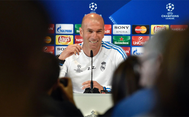Zinedine Zidane se declar� estresado por el n�mero de periodistas y el calor