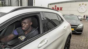 Davinson Sánchez, a su salida de las instalaciones del Ajax