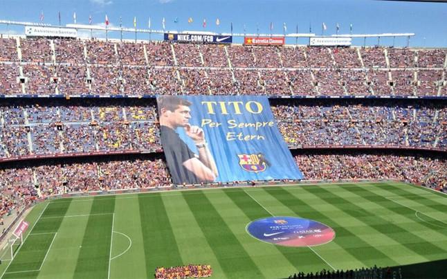 El club desplegó una pancarta en recuerdo a Tito, que siempre será eterno en la memoria culé | Foto: Marcos López