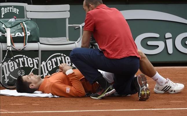 Djokovic, susto físico, pero pasa a tercera ronda