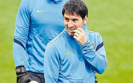 Messi sonríe durante la sesión de ayer tarde en San Siro