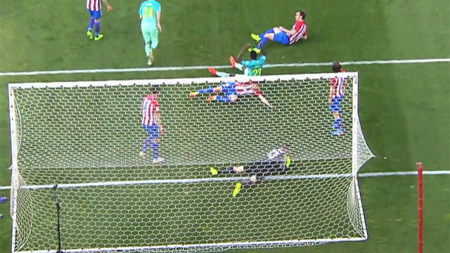 Video resumen: Posible penalti sobre Umtiti en Atlético- FC Barcelona (1-2). J24, Liga Santander 16-17