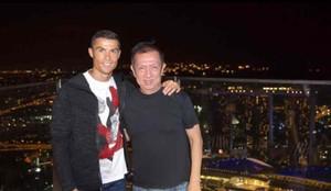 Cristiano Ronaldo, junto a Peter Lim