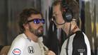Fernando Alonso, en el box de McLaren