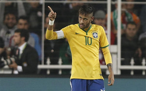 Neymar, en un momento del partido con la selección de Brasil