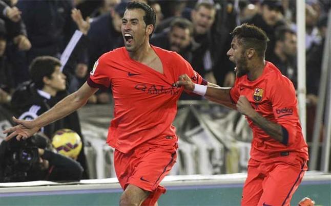 Sergio Busquets celebra su decisivo gol en el Valencia-Barça en el tiempo de descuento