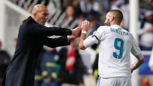 Zinedine Zidane felicita a Benzema tras marcar el delantero francés