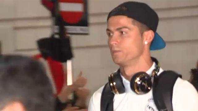 La seriedad de Cristiano a su llegada a Barcelona