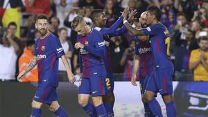 Los jugadores del Barça celebran uno de sus goles frente al Eibar en la Liga 2017/18