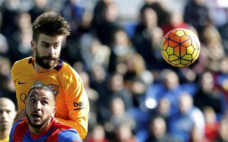 Gerard Piqu�, en el Levante - FC Barcelona