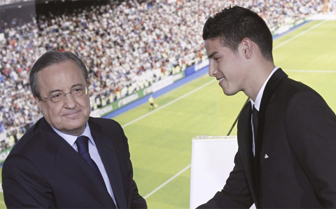 El presidente del Real Madrid Florentino P�rez con el futbolista colombiano James Rodr�guez