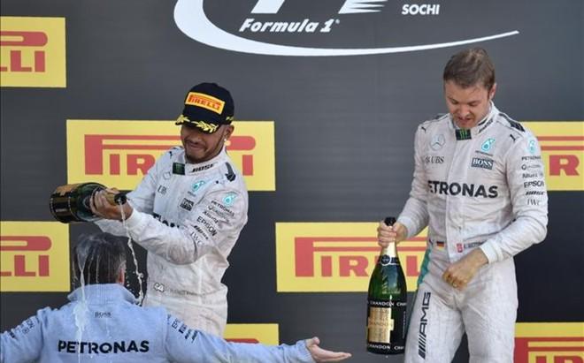 Rosberg y Hamilton, en el podio de Rusia