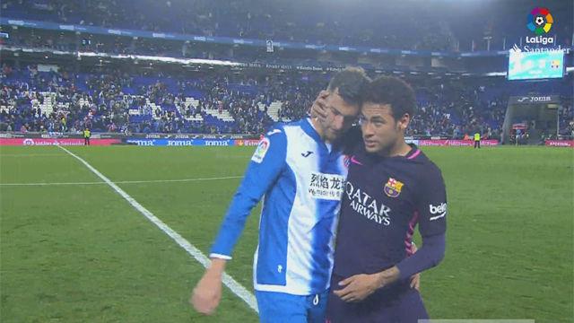 Así se saludaron Neymar y Leo Baptistao tras el encuentro