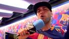 """La �ltima locura de Alves con el Bar�a: """"Mua, un beso para todos"""""""