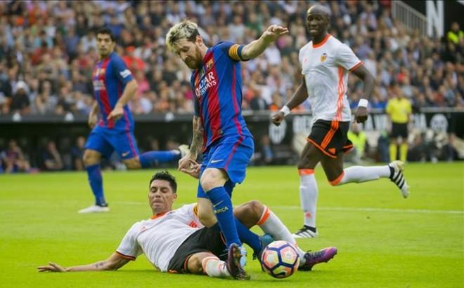 El Barcelona sum� tres puntos claves en Mestalla