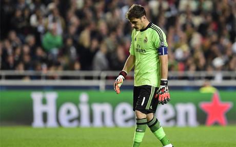 Casillas tiene dividida a la afici�n del Bernab�u