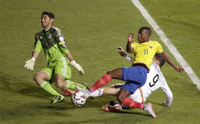 El Banfield argentino denunciar� al ecuatoriano Cazares ante la FIFA