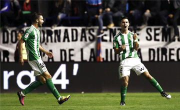 Un gol de Felipe en el 90' salva la cabeza de Poyet