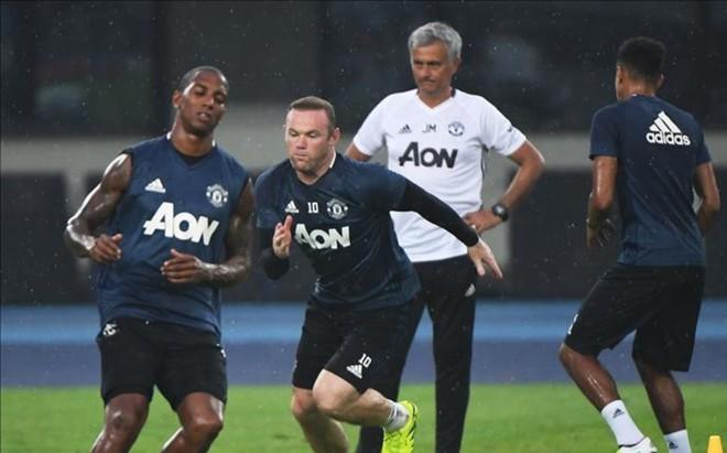 Mourinho hizo entrenar a sus jugadores a las seis de la ma�ana