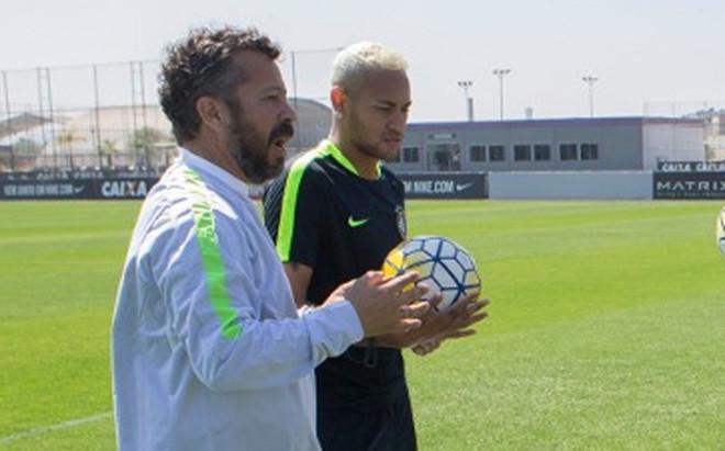 Neymar, en las instalaciones del Corinthians