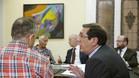 El presidente del Tribunal Administrativo del Deporte, Enrique Arnaldo conversa con Fernando Corral