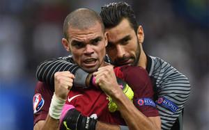 Pepe, elegido mejor jugador de la final de la Eurocopa 2016