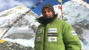 Txikon durante su estancia en el campo 2 del Everest