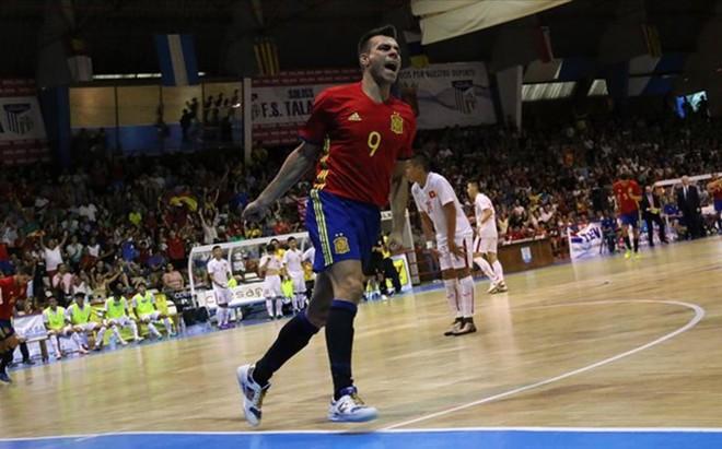 El blaugrana Sergio Lozano abri� el marcador en la victoria espa�ola contra Portugal