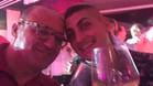 Donato di Campli y Marco Verratti, jugador del PSG, brindan para un 'selfie' en la cuenta de Twitter del representante italiano