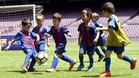 Los chavales pudieron disfrutar de un partido sobre el césped del Camp Nou