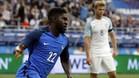Samuel Umtiti celebra su primer gol con la camiseta de Francia