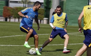 Arda Turan y Aleix Vidal, en un entrenamiento