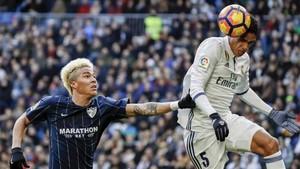 Una acción del Real Madrid - Málaga de este sábado en el Santiago Bernabéu