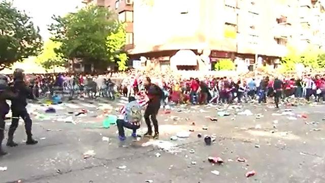 La policia tuvo que intervenir ante los aficionados del Atlético