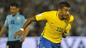 Paulinho, un fijo en la selección brasileña de Tite