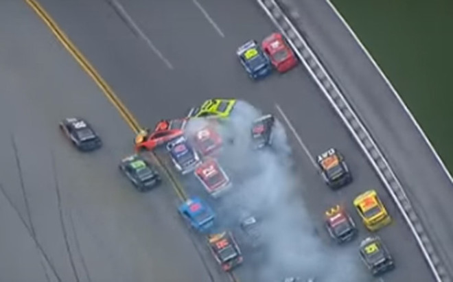 Accidente m�ltiple en la NASCAR