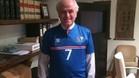 Calder�n luce la camiseta de Islandia y la l�a