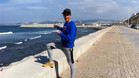 Ilias Fifa disfruta como pocos de las excelencias de la playa, ya sea de arena o de rocas