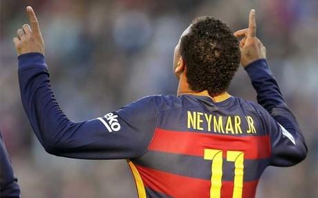 Luis Su�rez celebra uno de sus goles con el FC Barcelona en la temporada 2015/16