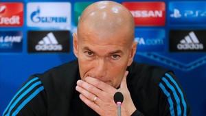 Zinedine Zidane habló para la prensa en el GSP Stadium de Nicosia