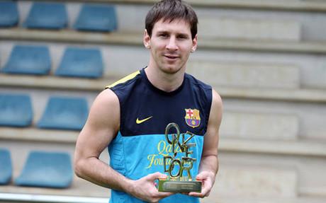 Messi posó con un nuevo Onze d'Or