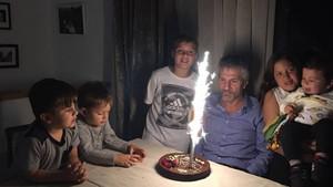 Jorge Messi, con su pastel de cumpleaños